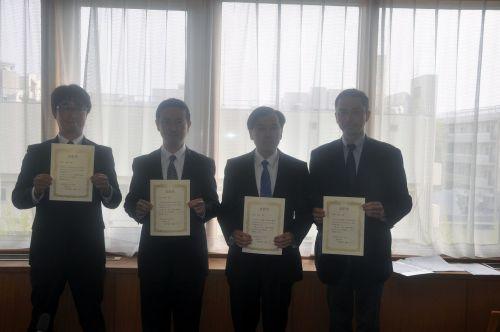 左から、高木准教授、石井講師、高山教授、松岡准教授(松村教授は欠席) 左から、高木准教授、石井講